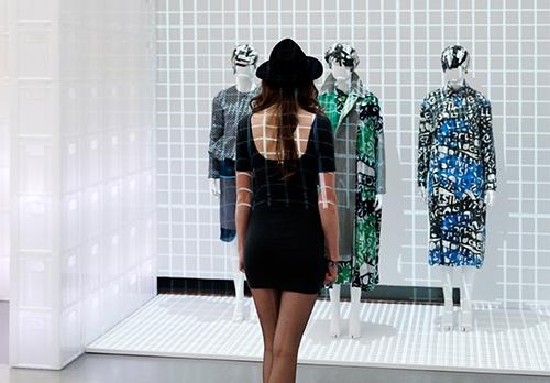 Zaaloverzicht The Future of Fashion is Now, Boijmans Van Beunignen website Boijmans Van Beuningen.