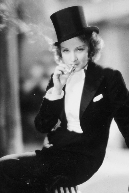 Marlène Dietrich op de filmset van Morocco, 1930.
