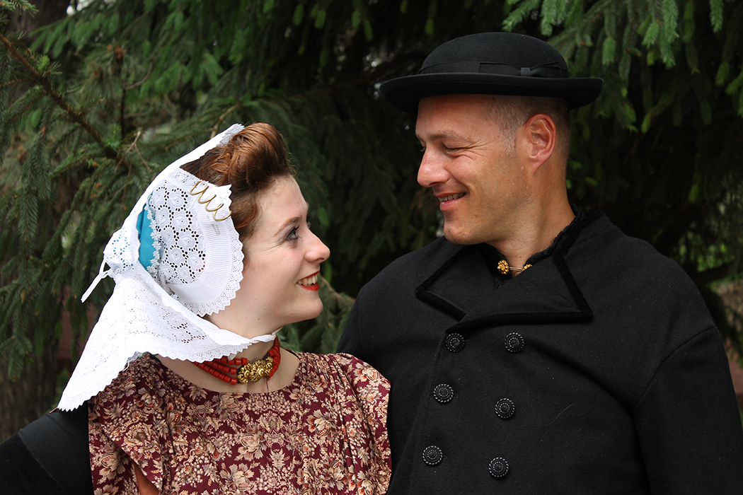 Blog Modemuze Dansen in kraplap Arnemuider dracht. Foto Myrthe Tielman 1