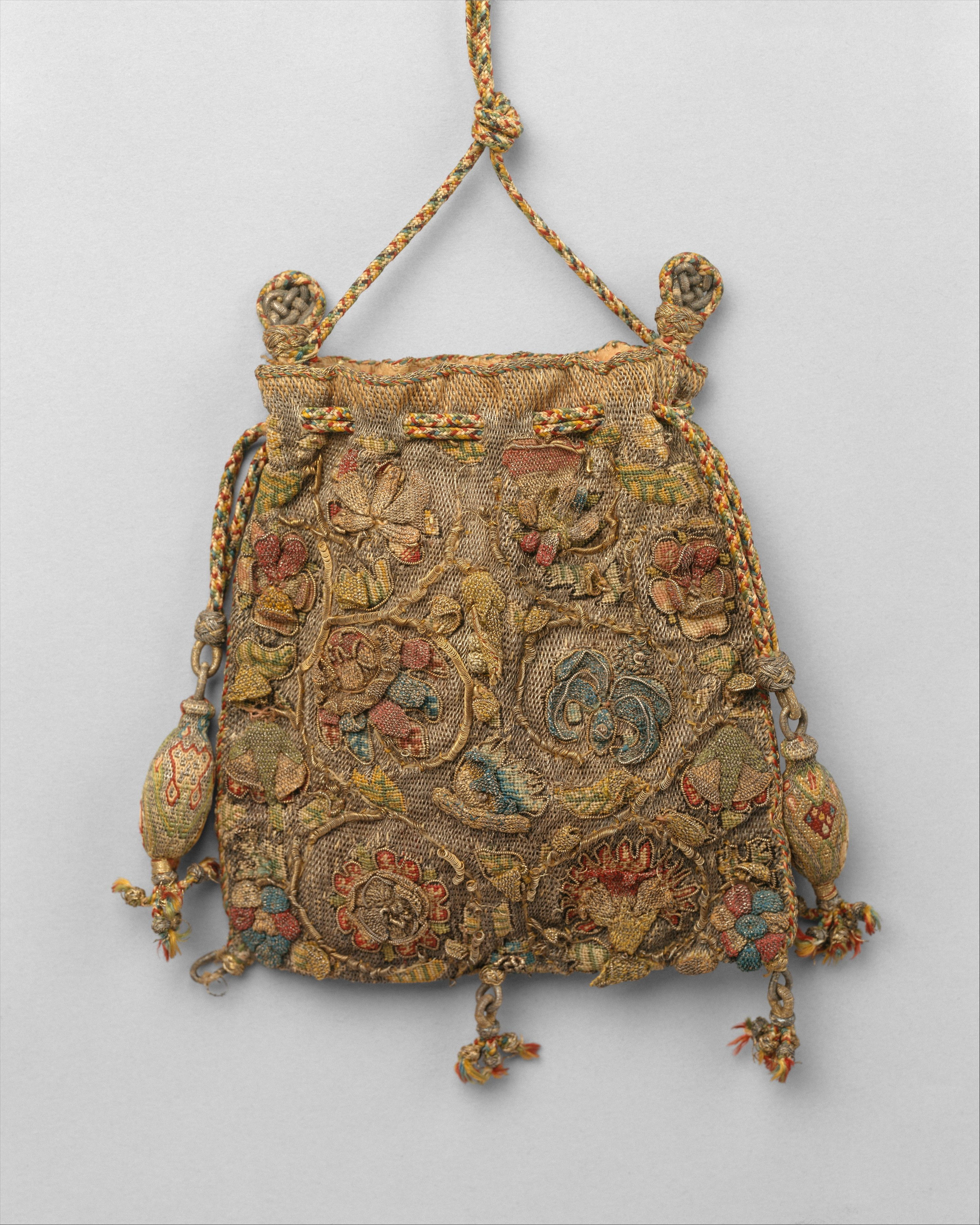 "Sweetbag. Elaborately embroidered purses such as this example were known as ""sweet bags"" and were used to carry scented herbs or essences to cover unpleasant odors. Bron: Metmuseum.org"