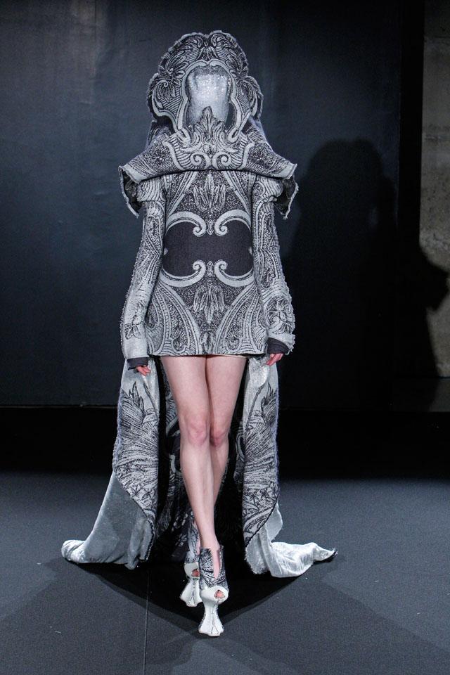 Jan Taminiau, Glow-in-the-Dark-jurk uit de collectie Irradiance, 2011. Via: jantaminiau.com.