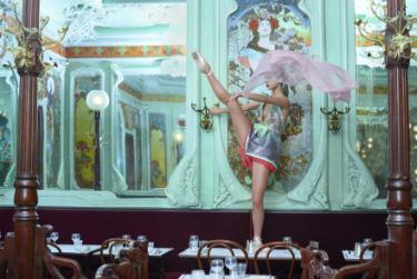 Schiaparelli, haute couture S/S 2019. Foto: Jasper Abels, styling: Maarten Spruyt, make-up en haar: Mascha Meyer