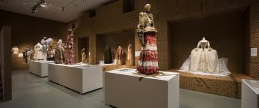 Afb. 1: Zaaloverzicht Uit de Mode, copyright Centraal Museum. Foto: Ernst Moritz.