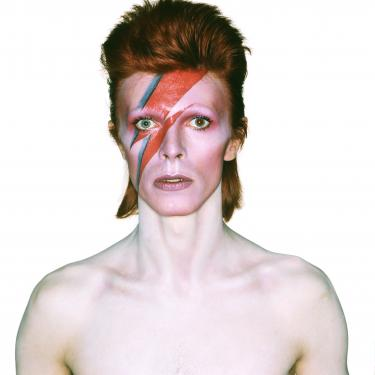 Album cover shoot voor Aladdin Sane, 1973, ontwerp: Brian Duffy en Celia Philo, make up: Pierre La Roche. Foto: Brian Duffy © The David Bowie Archive and (under license from Chris Duffy) Duffy Archive Limited.