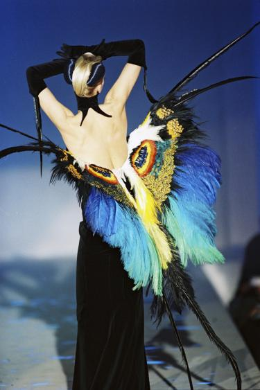 Thierry Mugler, collectie 'Insectes', lente/zomer 1997. Copyright: Thierry Mugler Archives, foto: Patrice Stable.