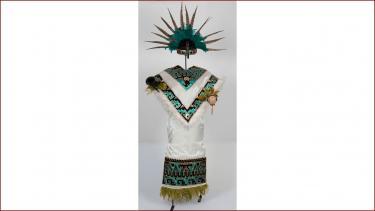 Rok van Mexicaans danskostuum gekleurd met aniline, collectie Stichting Nationaal Museum van Wereldculturen.