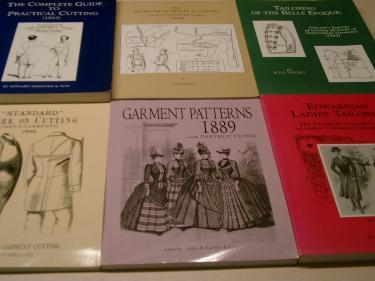 Facsimile van 19de en 20ste eeuwse patronenboeken. Bron: Roy Verschuren.