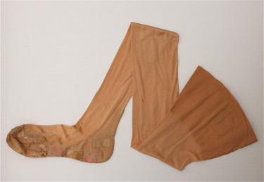 foto: Herstelde kousen, 1920-1940, Museum TwentseWelle Enschede
