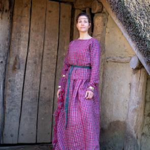 Jan Cunen blijft thuis: oudste jurk en sieraden van Nederland