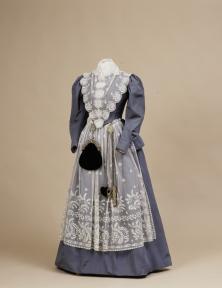 Fries kostuum van prinses Wilhelmina, Paleis Het Loo, bruikleen Koninklijke verzamelingen. Foto Robert Mulder