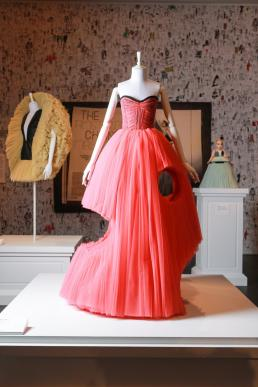 Agenda Modemuze The Chainsaw Massacre Cutting Edge Couture, ready-to-wear collection SS2010 Installatie Viktor&Rolf Fashion Artists in NGV, 2016. Beeld Wayne Taylor