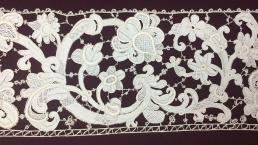 Anoniem, strook naaldkant Venise à gros reliëf (detail), zeventiende eeuw, bruikleen Stichting Museum Boijmans Van Beuningen, 1953.