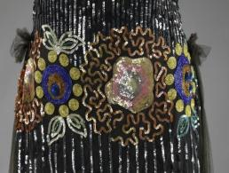 Blog Modemuze. Oud en nieuw glitter, pailletten en gelatine. Marjolein Koek. Rijksmuseum inventarisnr. bk-1973-370-a-detail1single_00001
