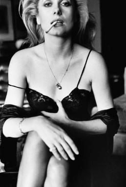 Catherine Deneuve, Esquire, Paris, 1976. Foto: © Helmut Newton Estate / Maconochie Photography.