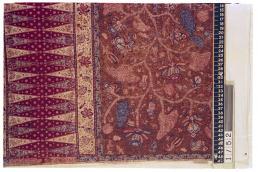 Sarong batik, Indonesië, Pekalongan, collectie Vlisco - Stichting Pieter Fentener van Vlissingen. Blog Modemuze, Batik 'Tiga Negeri' & de Java Print 'Good Living', Sabine Bolk
