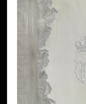 Nachtjapon van koninging Wilhelmina, ca. 1895. Tentoonstelling Nieuwe aanwinsten Paleis Het Loo, 2017.