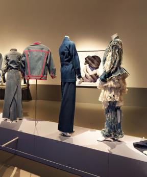 Zaalfoto Blue Jeans in Centraal Museum Utrecht.