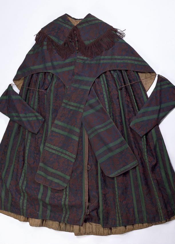mantel, 19de eeuw, paars met streep