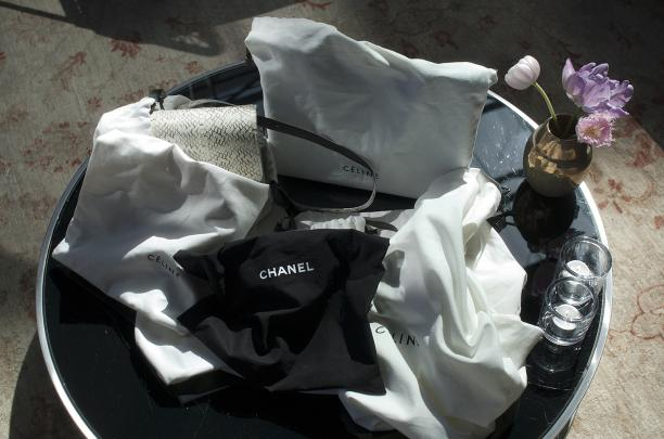 Blog Modemuze, verzameling bag hoarder Jadwiga Peters, Tas Céline Classic Box Bag en stofzakken, foto ©Kenny Nagelkerke