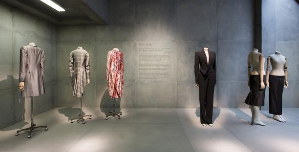 Savage Mind presenteert zijn talent voor tailoring en meest iconische silhouetten, foto: © Victoria and Albert Museum, London