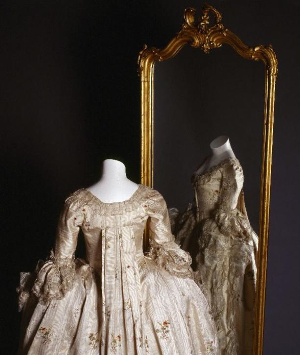 Robe à la française, ca. 1775-1785, Gemeentemuseum Den Haag.