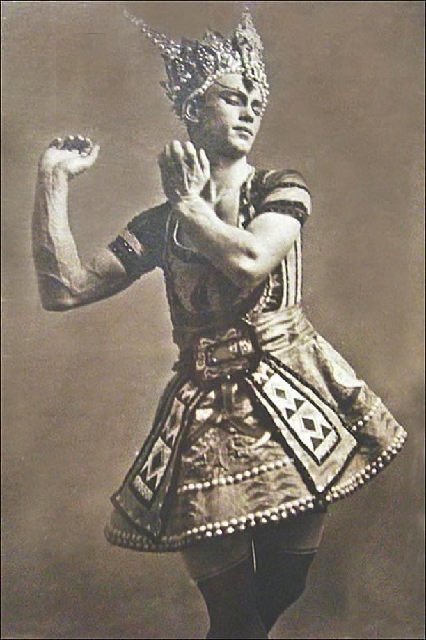 Walery Photographie Nijinsky in le Dieu bleu Ballet de Michel Fokine Création au Théâtre du Chatelet, 1912. Foto: Annie Dalbéra.