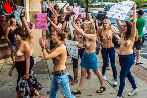 'Free the nipple' protest Northern Arizona University, 2 september 2016. Foto: Erin Twarogal.