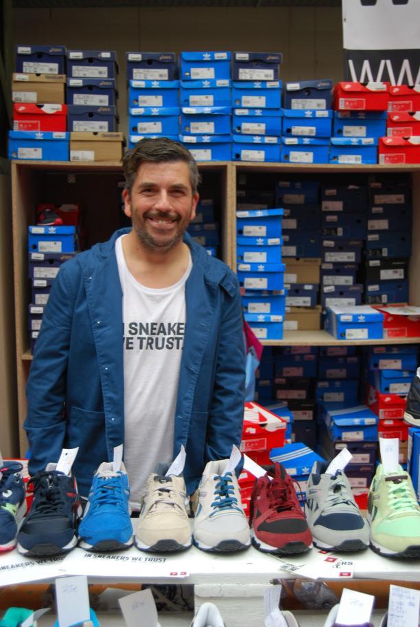 Michael achter zijn stand voor In Sneakers We Trust op Sneakerness.