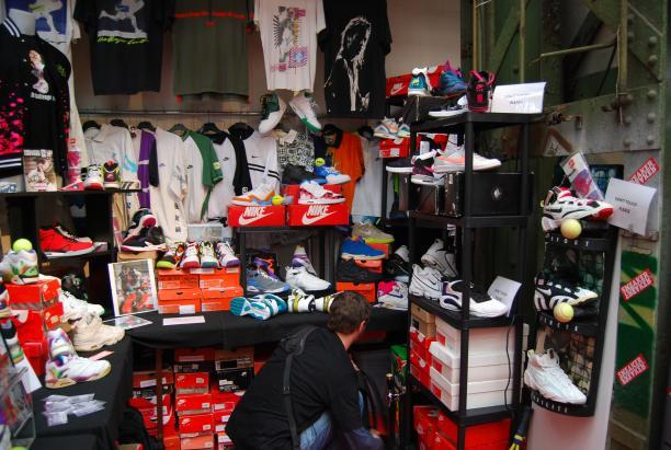 Stand van The Tech Challenge Club van Angel Face op Sneakerness. Collectie van Nike schoenen voor Andre Agassi.