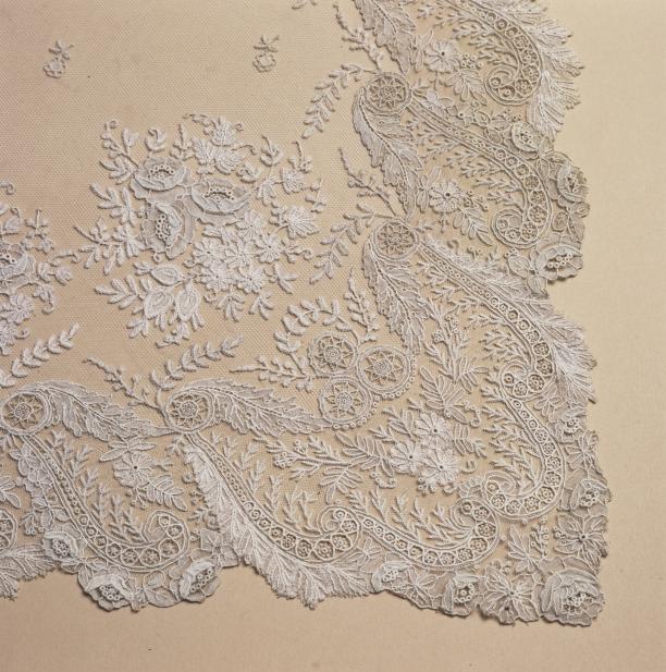 Detail van de doopjurk van prinses Wilhelmna, Stichting Historische Verzamelingen van het huis Oranje-Nassau.