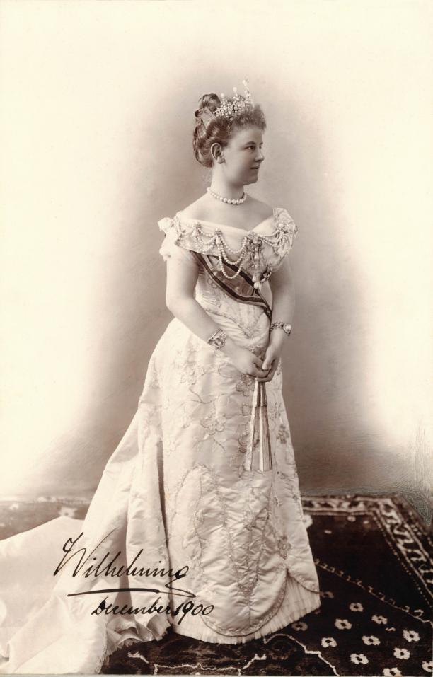 Foto Guy de Coral, Den Haag 1900. Koningin Wilhelmina in gala. Paleis Het Loo, Apeldoorn
