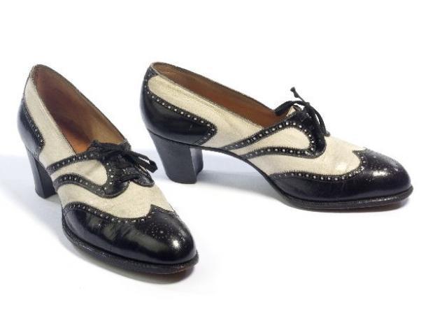 Pierre Regnier, paar vrouwenschoenen met brogue versiering, 1931-1935, Gemeentemuseum Den Haag