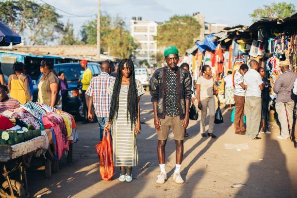 Agenda Modemuze tentoonstelling Fashion Cities Africa Tropenmuseum. 2ManySiblings (Velma Rossa & Papa Petit) © Sarah Waiswa