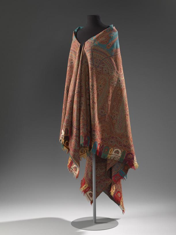 Shawl, in kashmir geweven en mogelijk ook daar geborduurd, 1850-1870, collectie Amsterdam Museum.