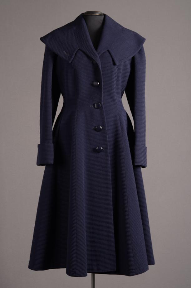 Lange damesjas geïnspireerd door de New Look, 1948, collectie Centraal Museum Utrecht.