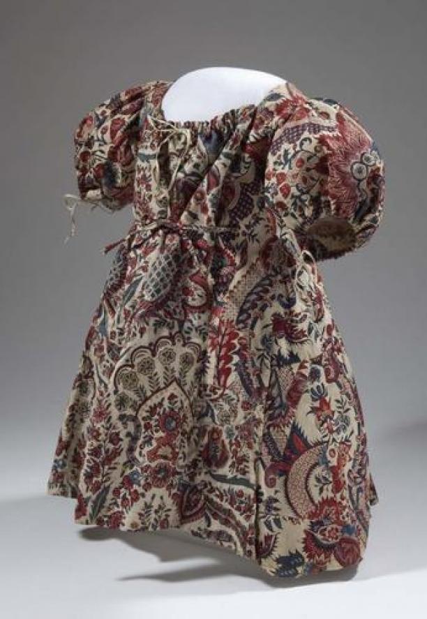 Blog Modemuze, Ninke Bloemberg, Sitsen kinderjakje, 1700 – 1749, collectie Fries Museum Leeuwarden, objectnr. T1956-387