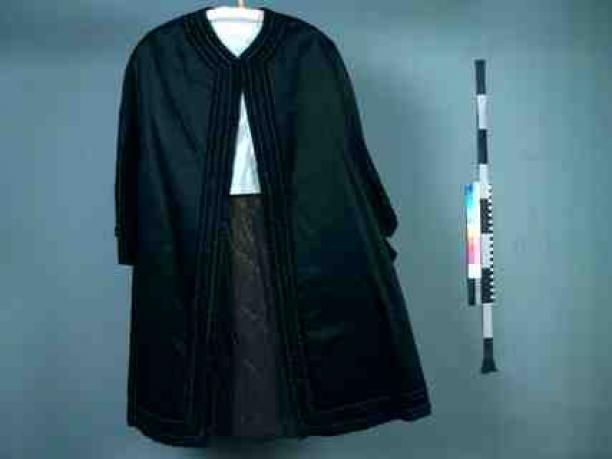 cape mantel met steekmouwen modemuze. Black Bedroom Furniture Sets. Home Design Ideas