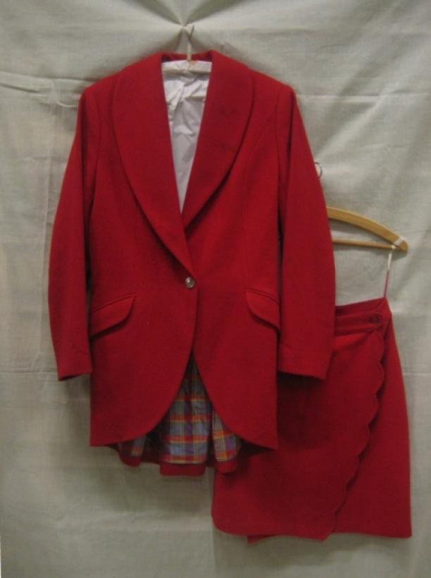 Blog Modemuze, Ninke Bloemberg, Oilily mantelpak bestaande uit jasje en overslagrok, circa 1980-1997, collectie Gemeentemuseum Den Haag, objectnr. 0811064