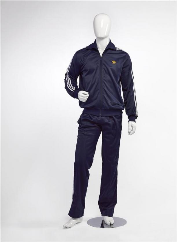 Foto van het trainingspak op een mannequin