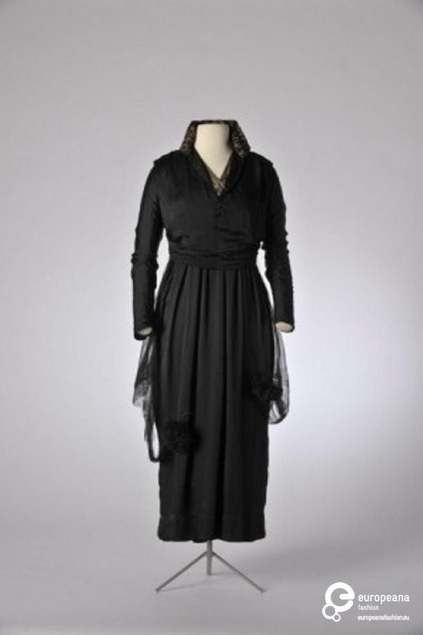 zwarte v hals jurk