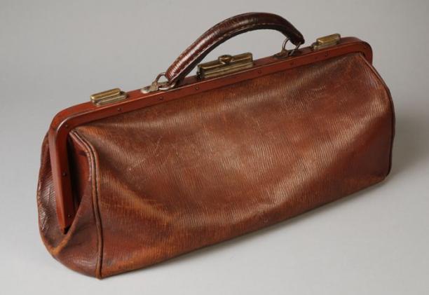 Rieten Tas Met Lang Hengsel : Handtas van bruin leer lang smal model met brede