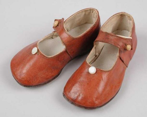 Bruine Kinderschoenen.Bruine Leren Kinderschoenen Met Wreefbandje Met Knoopsluiting