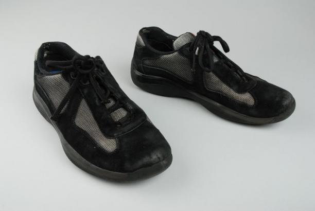 82ad19eae6e Paar schoenen van merk Prada. Kleuren zwart, en grijs. Maat 7. Het kan zijn  dat het hier om imitatie Prada schoenen gaan, maar het kunnen ook echte  zijn.