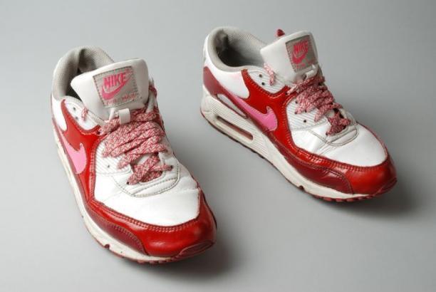 best service 40926 22971 Paar Nike sneakers, type Nike Air Max. Kleuren wit, rood en roze. Maat  40,5. Aan de binnenkant van beide schoenen is op de zool een afbeelding van  een vrouw ...