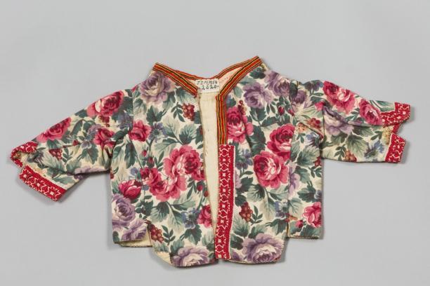Babyborsikkie voor het kind in de baker, 1900-1950, collectie Zuiderzeemuseum.