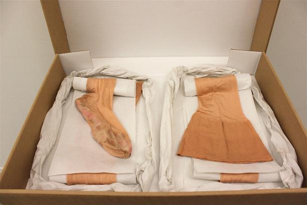 De kousen zoals ze bewaard worden in het depot.