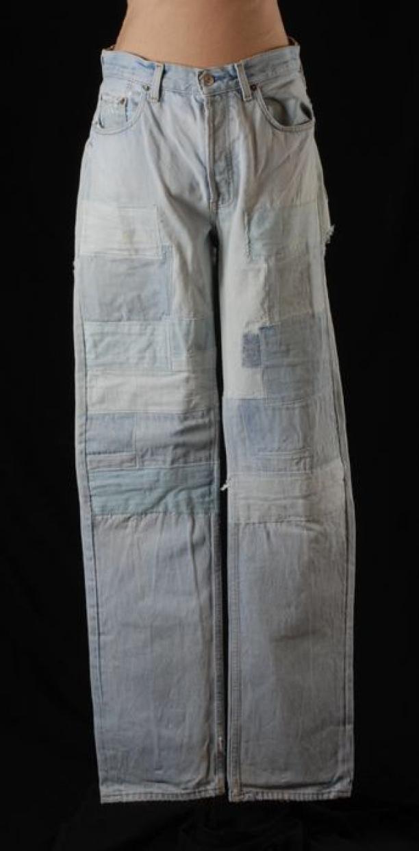 Spijkerbroek Levi's 501, zwaar opgelapt, ca. 1990-1994, collectie Museum Rotterdam
