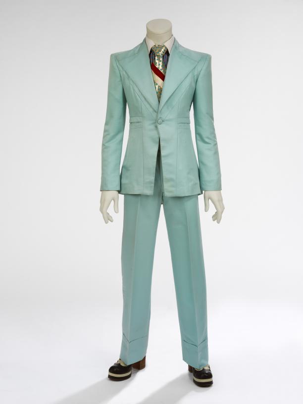 Freddie Burretti, ijsblauw pak ontworpen voor David Bowie, gedragen in de videoclip 'Life on Mars', 1973.