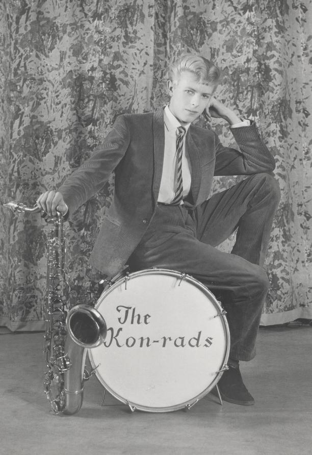 Promotiebeeld voor The Kon-rads, 1963. Foto: Roy Ainsworth. Courtesy of The David Bowie Archive, 2012. Image ® V&A Images.sy_of_the_david_bowie_archive_2012._image_r_va_images