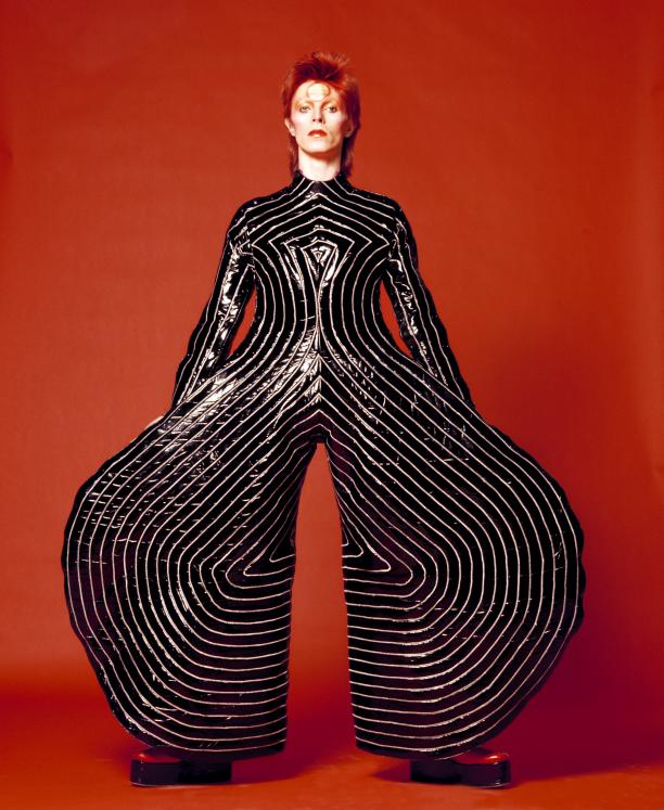 Striped bodysuit voor Aladdin Sane tour, 1973, ontwerp: Kansai Yamamoto. Foto: Masayoshi Sukita © Sukita / The David Bowie Archive 2012.